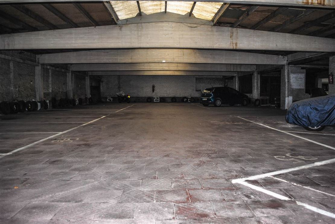 EMPLACEMENTS DE PARKING DANS UN VASTE GARAGE COLLECTIF SOUS VIDEO SURVEILLANCE; CONDITIONS A L AGENCE