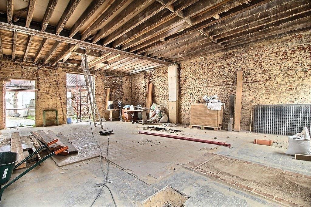 Habitation à rénover sur 240 m² de plancherMOUSCRON