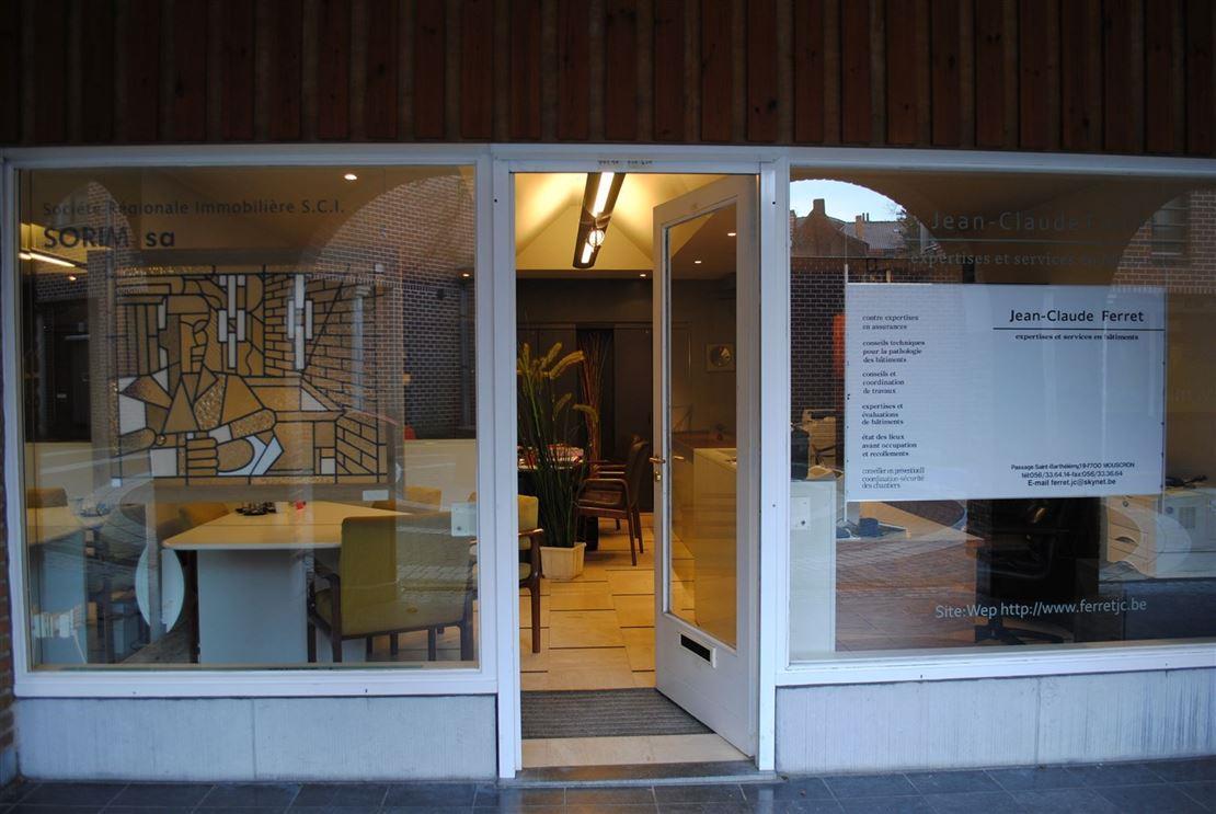 Jolie surface commerciale aux nombreuses possibilités d'aménagements en plein coeur du Centre-Ville de Mouscron.