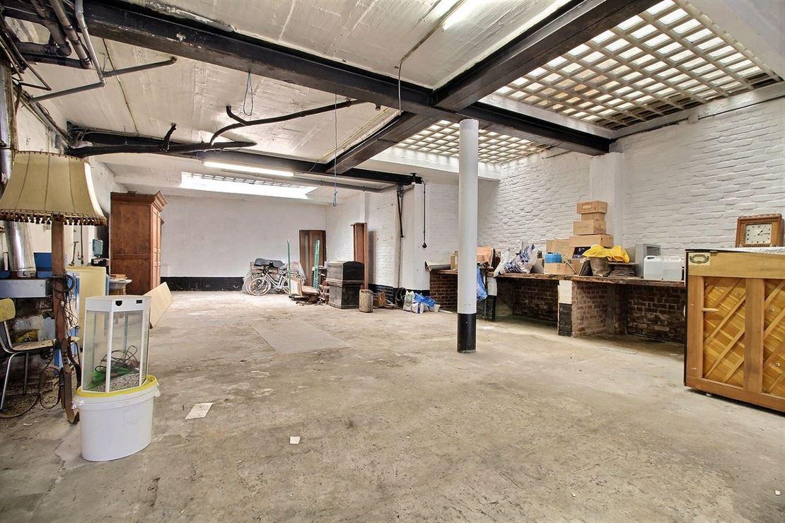 Vaste Habitation de Type Bel-Etage à Haut Potentiel sur Mouscron