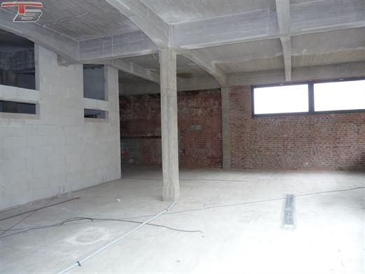 """Vaste loft de 293 m² """"gros oeuvre fermé"""" avec terrasse de 13 m² surplombant la Vesdre."""