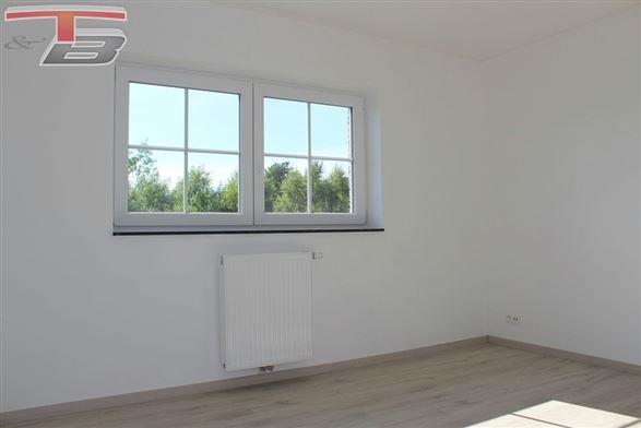 Maison basse énergie neuve 3 chambres de 127m² habitables avec caves, garage, terrasse et jardin bien exposés