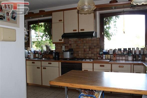 Villa 4 chambres (poss. 5) sur terrain de 1.000 m² idéalement située dans un environnement campagnard proche des commodités