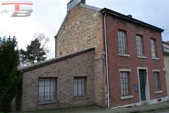 Spacieuse maison 3-7 ch avec jardin, parking et box de garage très bien située sur les hauteurs de Stembert actuellement aménagée en bureau pour profession libérale au rez.