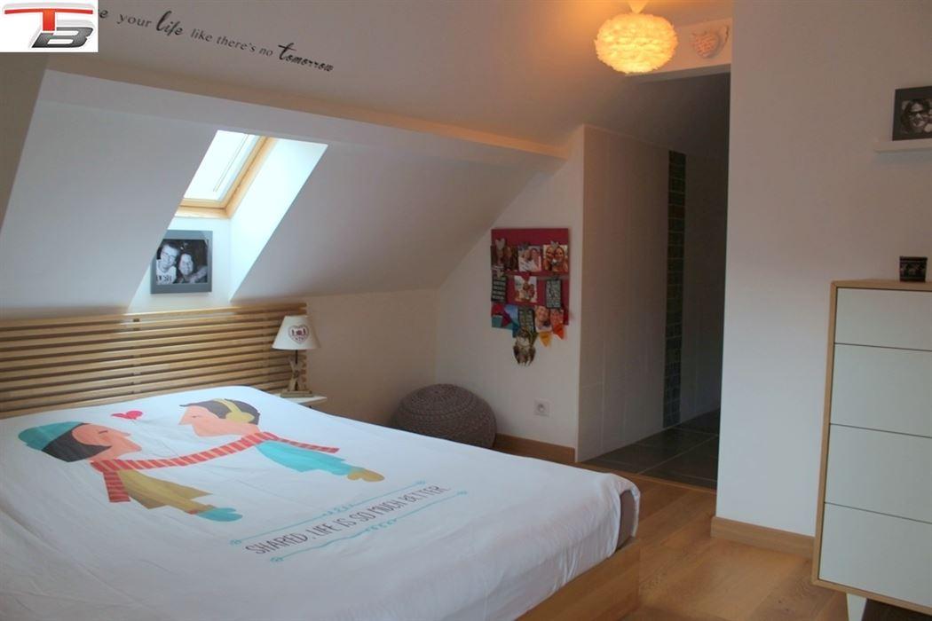 Duplex 2 chambres en excellent état avec terrasse plein sud idéalement situé à proximité du centre-ville