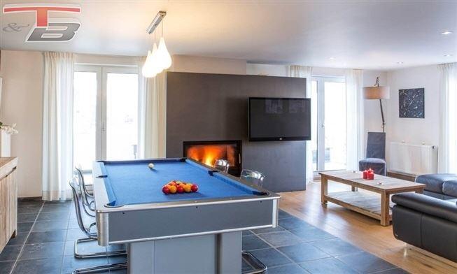 Magnifique propriété 5 chambres de 270m² entièrement restaurée de façon contemporaine sur 3.012m² avec piscine à débordement dans un cadre exceptionnel.