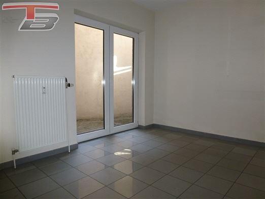 Rez-de-chaussée bureau / commerce de 38 m² avec entrée indépendante et cave idéalement situé dans le centre !