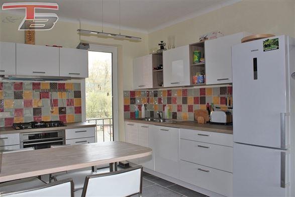 Lumineux appartement 2 chambres de 92m² avec garage idéalement situé dans le centre de Spa.
