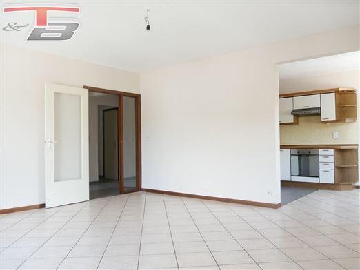Appartement 2 chambres de 79m² en bon état idéalement situé dans le centre-ville