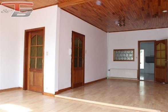 Maison 4 chambres de 144m² avec terrasse en bon état général située à proximité du centre de Dison