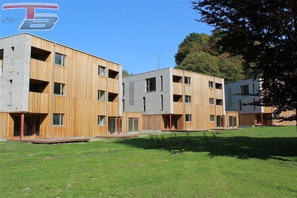Appartement basse énergie 2 chambres neuf de 85 m² sis au 1er avec terrasse bien orientée avec vue sur le parc et un emplacement de parking privatif.