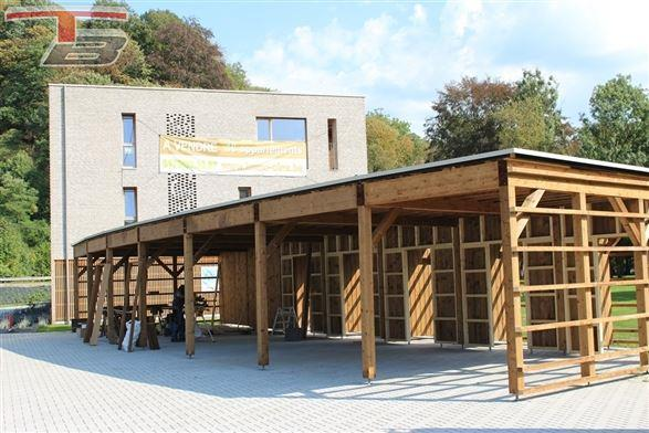Appartement basse énergie 2 chambres neuf de 85 m² entièrement équipé sis au 1er avec terrasse bien orientée avec vue sur le parc et un emplacement de parking.