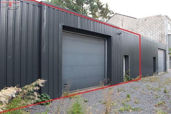 Entrepôt de 180m² (14m x13m) situé à 2km de la E42
