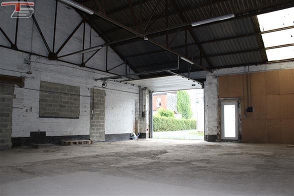 Entrepôt de 140m² (11m x13m) situé à 2km de la E42