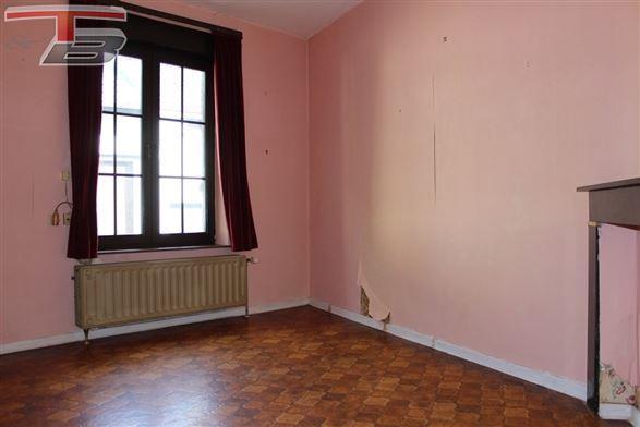 Maison 3 chambres de 101m² avec cour idéalement située à proximité immédiate du centre de Dolhain. Poss frais réduits !