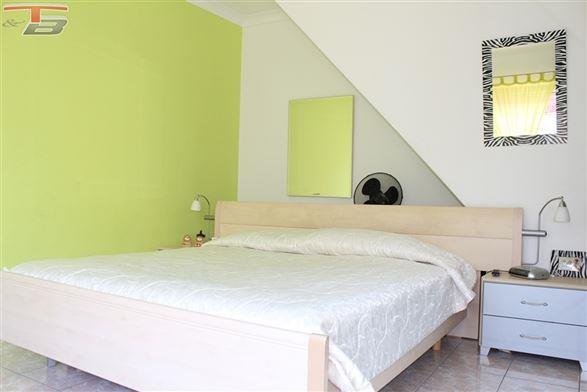Maison 3 chambres de 105m² en excellent état avec terrasse et jardin proche de toutes commodités. Possibilité frais réduits !
