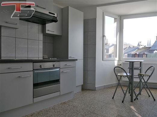 Lumineux appartement 2 chambres de 78m² idéalement situé en plein centre-ville
