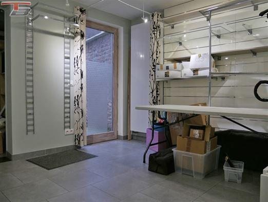 Surface commerciale / bureaux de 38,40m² en excellent état avec cour et caves, dans un immeuble de caractère situé au centre de Spa