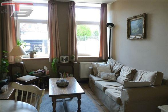 Rez-de-chaussée 1 chambre en bon état avec spacieuse cour privative idéalement situé au calme
