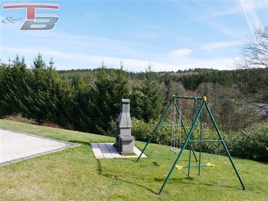 Villa 3 chambres avec garage et terrasse de 40m² sur 1.379m² idéalement située au calme dans un cadre verdoyant