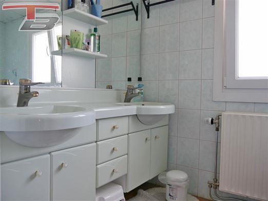 Villa 3 chambres de 124m² habitables avec garage et carport sur 1.223m² idéalement située dans un quartier calme et prisé à proximité de Spa.