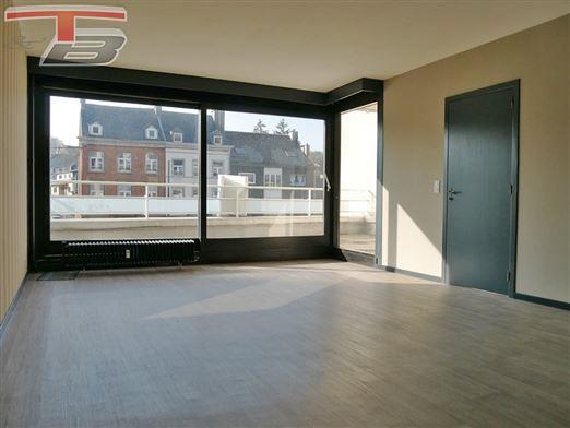 Appartement 2 chambres de 91 m² en excellent état avec spacieuse terrasse plein sud et parking intérieur idéalement situé dans le centre-ville.