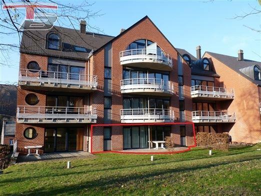 Rez-de-chaussée 2 chambres de 80m² avec terrasse exposée sud et parking intérieur privatif idéalement situé au calme et à proximité des commodités