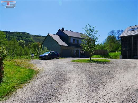 Terrain à bâtir de 1.011 m²  pour construction 3 façades jointives par garage libre de constructeur idéalement situé dans un endroit calme.