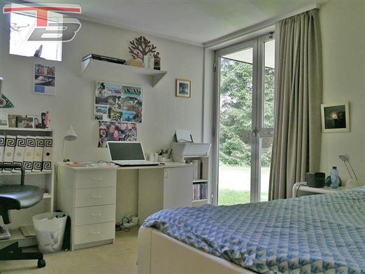 Bungalow 3 chambres de 139m² sur terrain plat et boisé de 3.046m² idéalement situé dans un environnement privilégié calme et recherché