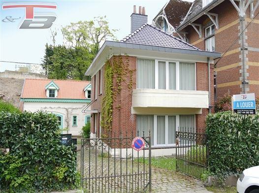 Charmante maison 2 chambres (poss. 3) de 108m² avec terrasse et jardin située à proximité immédiate du centre