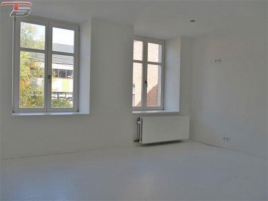 Maison 2 chambres de 85 m² entièrement rénovée située à proximité immédiate de l