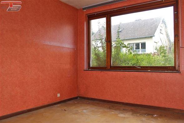 Bungalow 2 chambres de 84 m² sur terrain de 508m² idéalement située dans un quartier résidentiel.