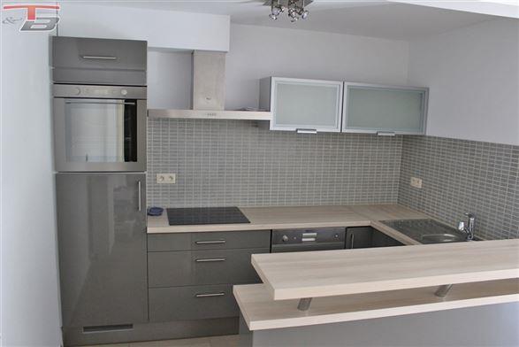 Rez-de-chaussée 1 chambre de 68m² avec spacieuse terrasse idéalement situé à proximité de toutes commodités.
