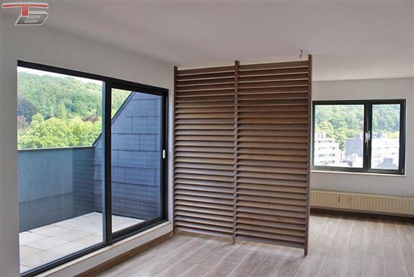 Lumineux studio en excellent état situé dans le centre-ville avec vue panoramique depuis le balcon.