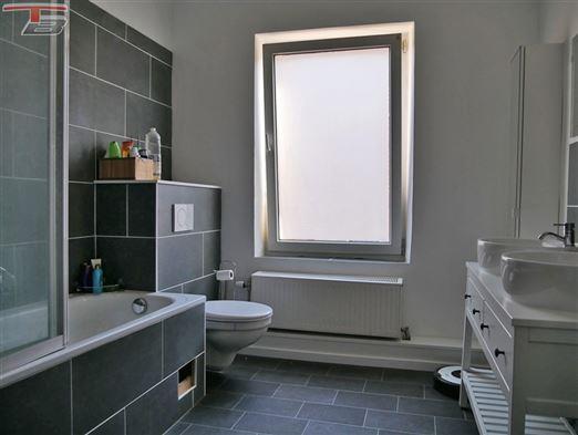 Maison 2 chambres de 81m² en très bon état avec terrasse et jardin située dans un quartier calme proche de toutes commodités.
