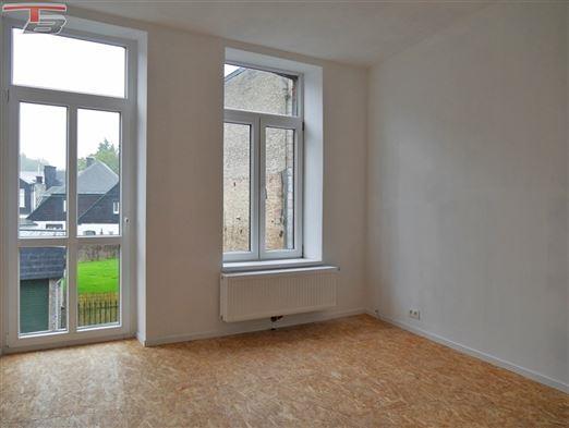 Duplex entièrement rénové 1 chambre (possibilité 2) avec cour et caves situé à proximité immédiate du centre-ville !