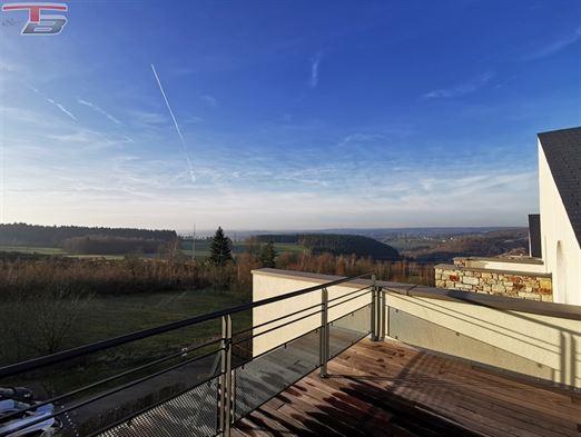 Penthouse neuf 3 chambres de 162,23m² entièrement équipé (sauf cuisine) avec 2 terrasses dont une de 84,61m² bénéficiant d'une magnifique vue panoramique.