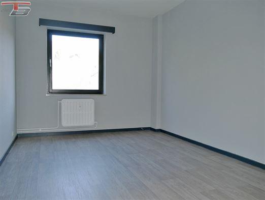 Appartement 2 chambres de 91 m² en excellent état avec spacieuse terrasse plein sud et parking intérieur idéalement situé dans le centre-ville
